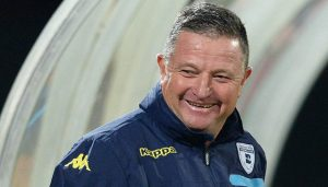 Coach Gavin Hunt Says It Will Be Near Impossible To Collect The League Title From Kaizer Chief