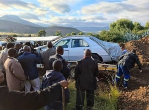 South African grandfather buried in his favourite Mercedes Benz according to his last wish (photos/video)