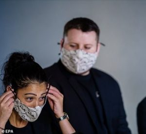 People with lung conditions should not wear face masks if it makes it hard to breathe, experts warn