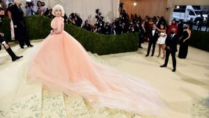 Billie Eilish Channels Marilyn Monroe With Stunning Old Hollywood Look At Met Gala